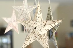 x5-pointed-origami-stars-hanging-on-mirror-800x533-jpg-pagespeed-ic-lxsbm9mrq_