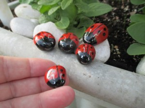 7143743-Painted-Pebble-Rock-Stone-Ladybird-Family-x-5-Pot-Topper-Garden-Ornament-Fairy-4-0